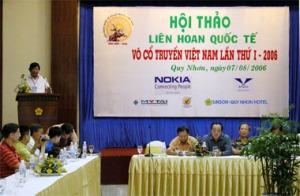 Tác giả đọc tham luận - Ảnh:Nguyễn Đình, báo Sài Gòn Tiếp Thị