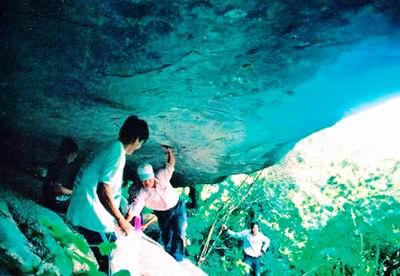 Đường vào cửa hang Chàng Lía. Ảnh: Hoàng Tuấn