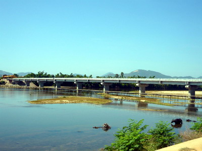 Cầu An Thái nối đôi bờ sông Côn