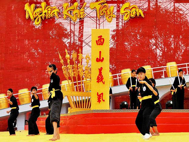 Biểu diễn võ cổ truyền Bình Định.