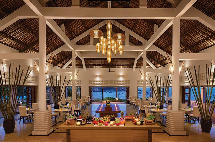 The Senses Bar and Lounge với những món ăn nhẹ và cocktail miền nhiệt đới mát mẻ cho ngày hè